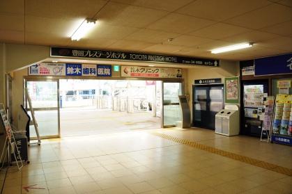 豊田市駅改札出て左側の写真