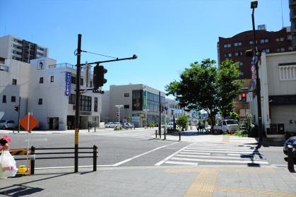 コモ・スクエア前の交差点2写真