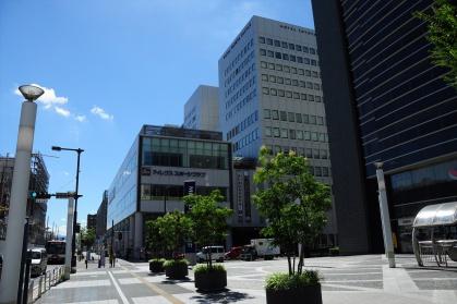 コモ・スクエア前の交差点1写真